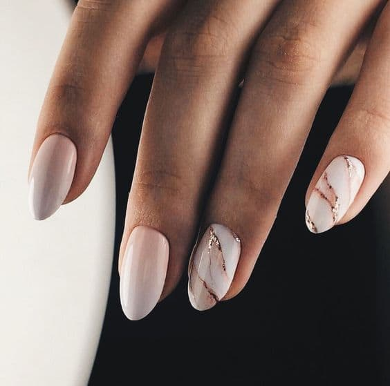 paznokcie ślubne marmurki białe złote ombre