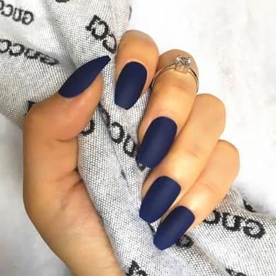 paznokcie na ślub niebieskie granatowe matowe