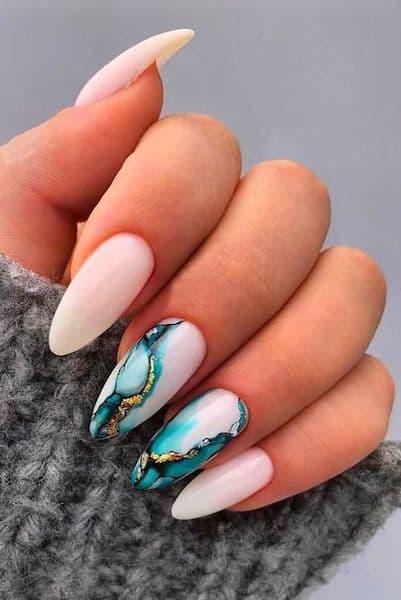 manicure ślubny wzorki marmurki niebieskie