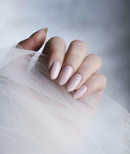 panna młoda paznokcie nude