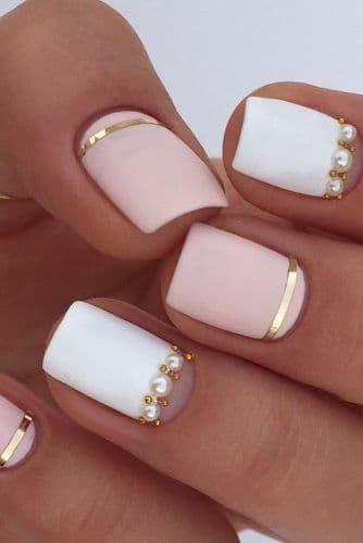 manicure ślubny białe róż perełki