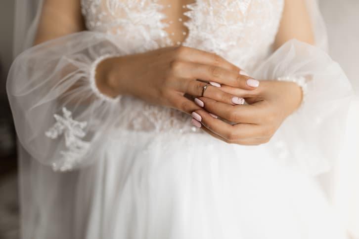 paznokcie ślubne róż