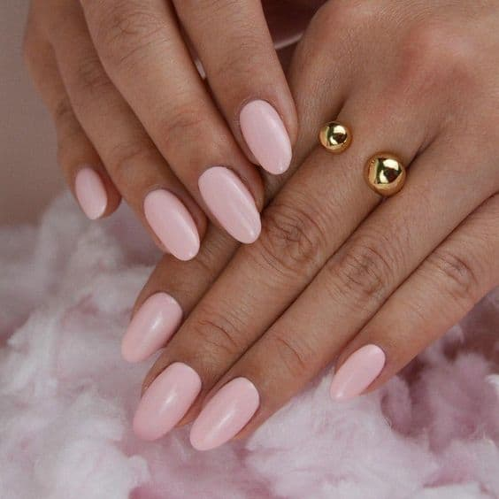 manicure ślubny róż pastele
