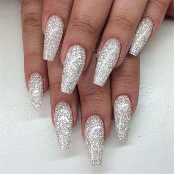 paznokcie na ślub srebrne brokat
