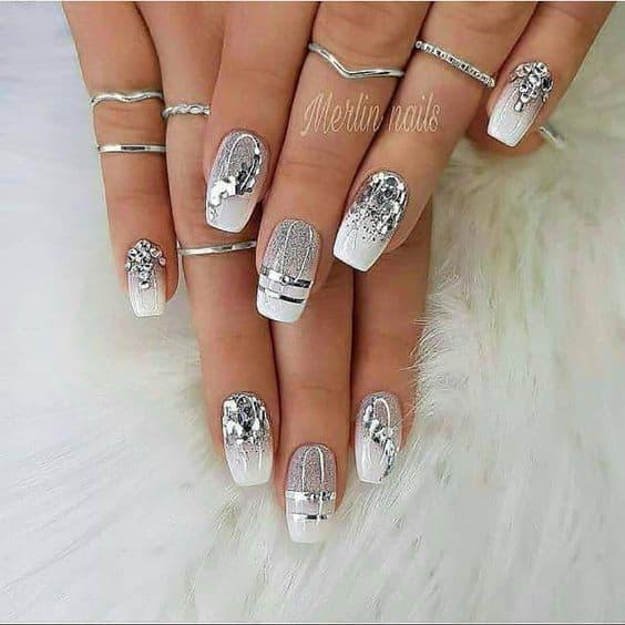 paznokcie na ślub srebro ozdoby