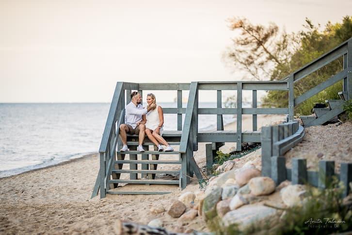 sesja para plaża schody