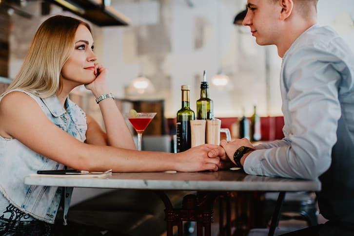 para w kawiarni restauracji sesja