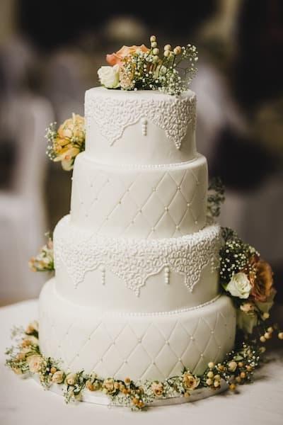 tort ślubny glamour koronka