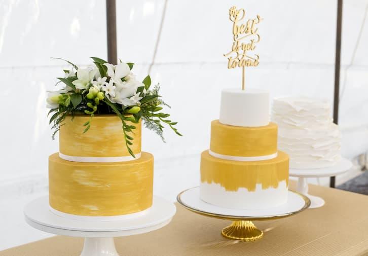 tort ślubny malowany złoty