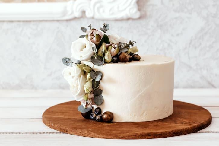 tort na ślub prosty klasyczny delikatny