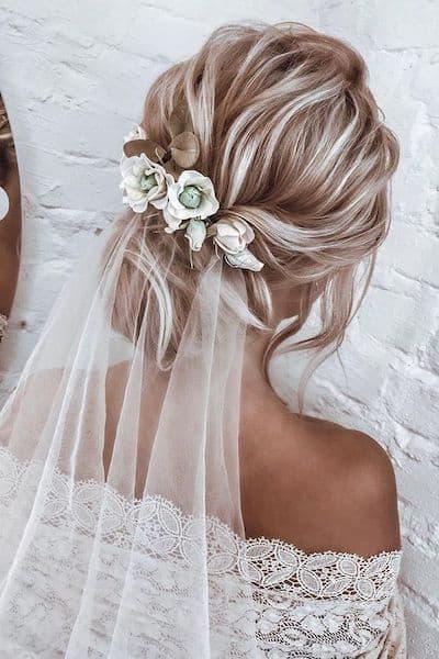 upięcie ślubne welon kwiaty