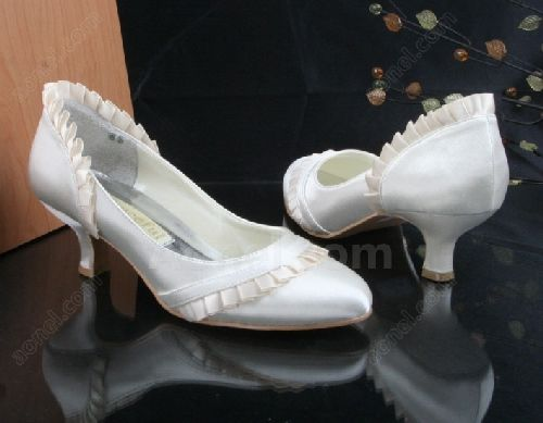 25206e1c113 Look your feminine best on your wedding day with these low heel shoes.  These shoes promise to keep you comfortable without compromising on style.