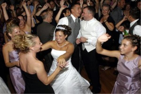 Keep your wedding guests dancing