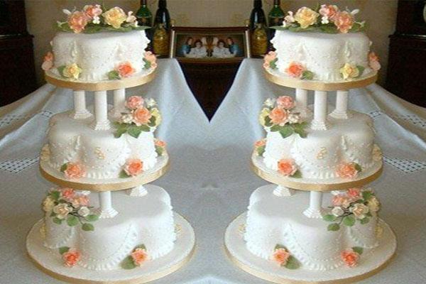 Petal shaped cake