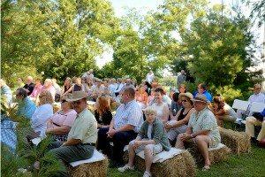 Wedding-Guests-on-Hay-bails