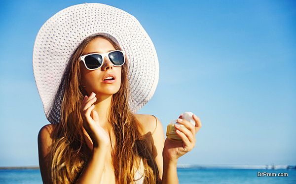 lady wearing  sunglasses and hats