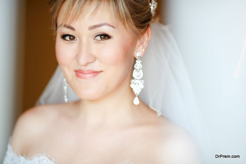 bridal jewellery based on the neckline