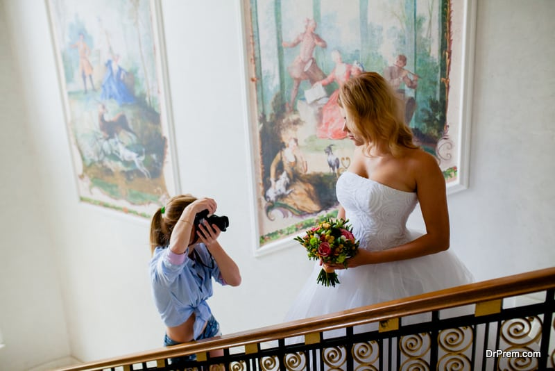 hiring a great wedding photographer