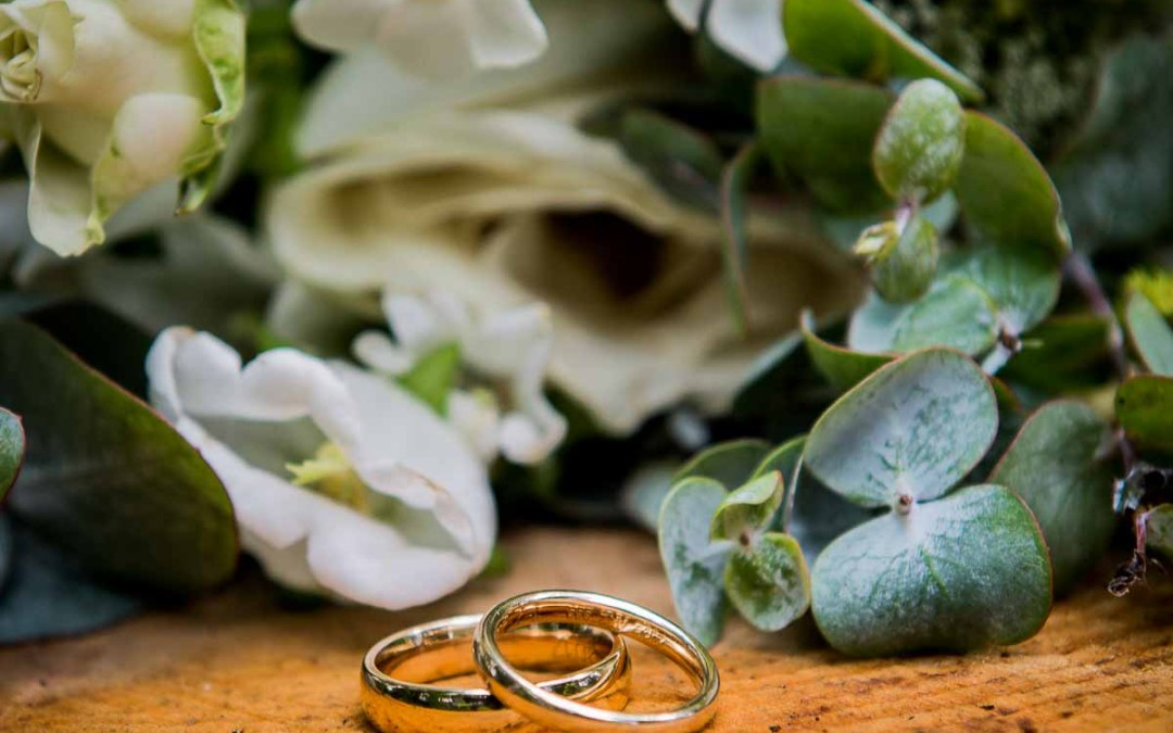Planning to buy wedding sets for your fiancée?