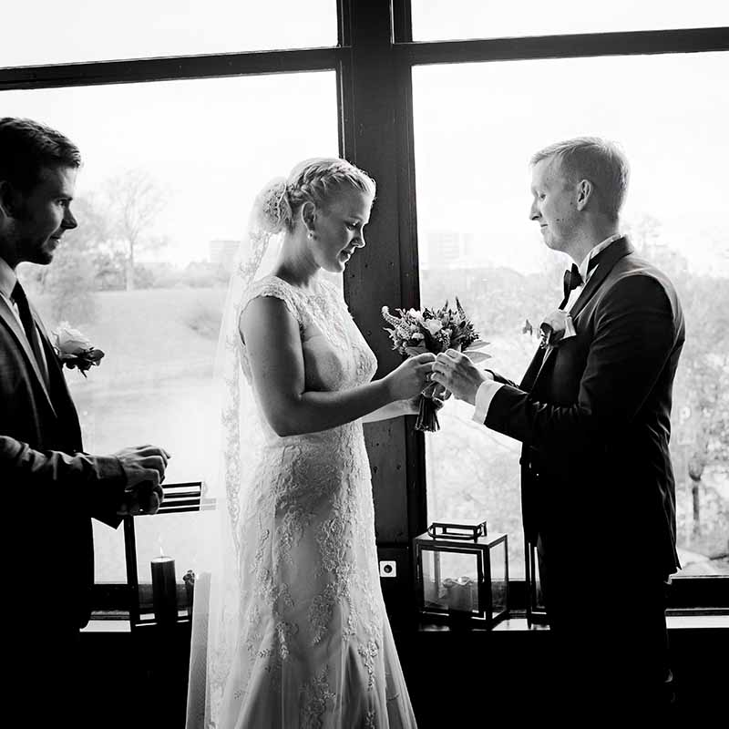 how much to tip wedding photographer