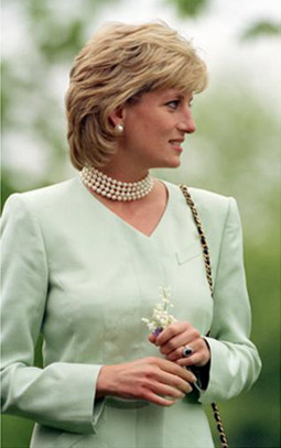 Princess Diana's Blue Sapphire Engagement Ring - like Penelope Cruz's