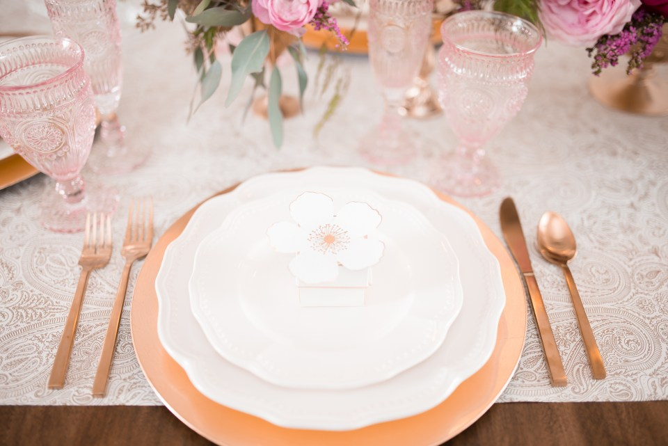 place setting for weddings