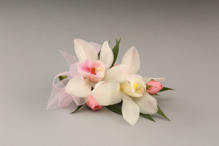 PICTURE OF WHITE ORCHID CORSAGE