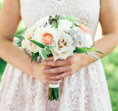 VBlush and peach bridal bouquets