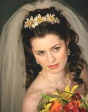 curly wedding hairstyle with big