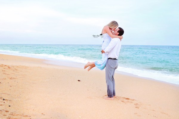 Engagement photography and beach engagement sessions in Florida