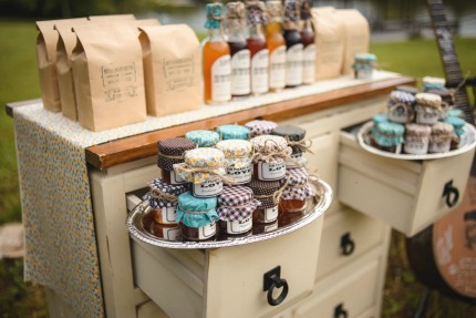 DIY Mason Jar Wedding Favors via The Bride Link
