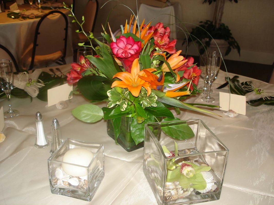 siesta key wedding beautiful tropical theme sarasota wedding flowers. Black Bedroom Furniture Sets. Home Design Ideas