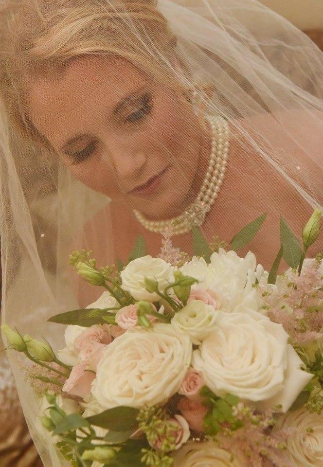 Bride with Garden Look Bouquet