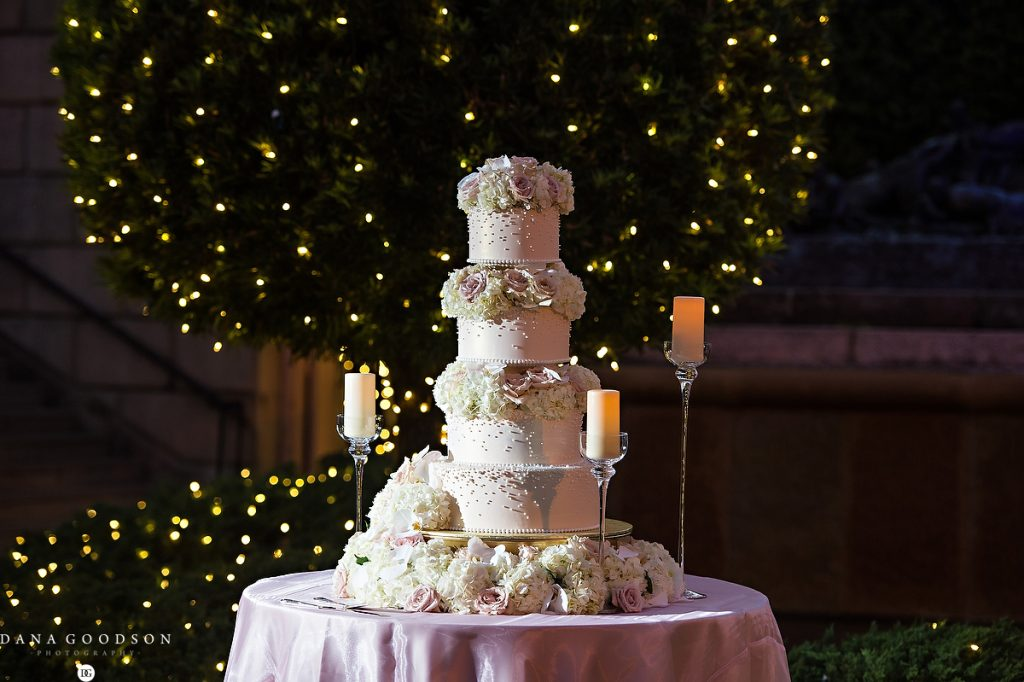 Stunning Wedding Cake with Roses, Hydrangea,