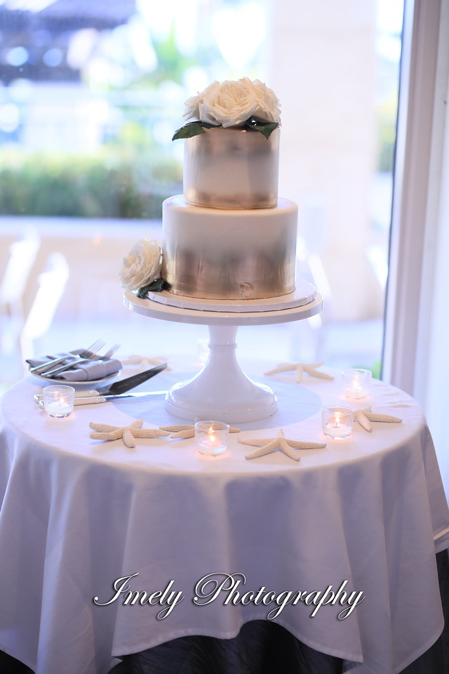 Beautiful Wedding Cake with Playa Blanca Roses