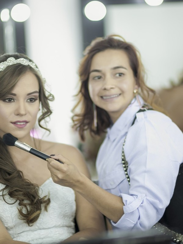 Practical Makeup Tips for Your Beach Wedding - WeddingsAbroad.com