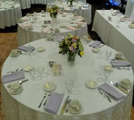 pastel wedding flowers linens decor