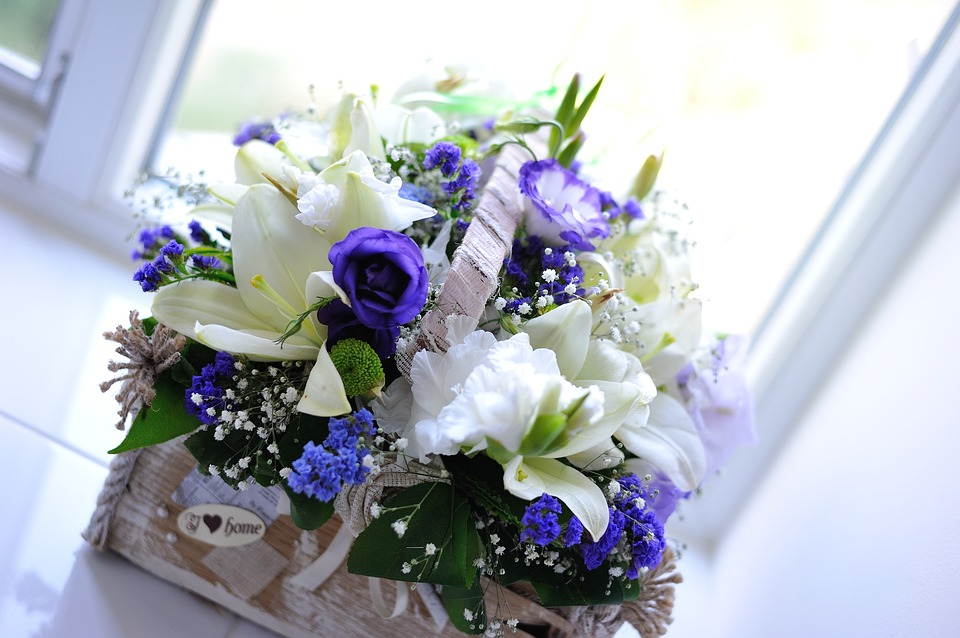 2017 color trends blue and white flower arrangement weddings 2017 color trends blue and white flower arrangement mightylinksfo