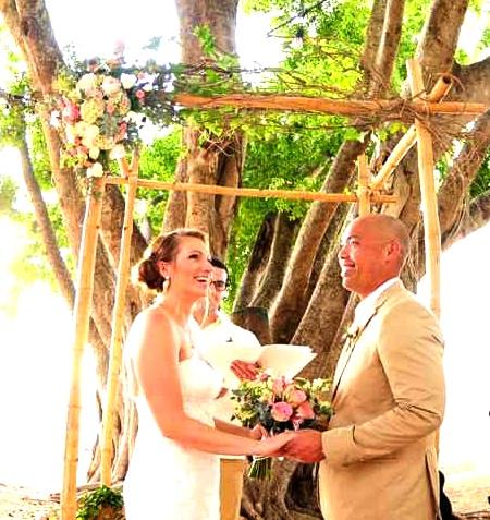 weddings-costa-rica-bamboo-arch