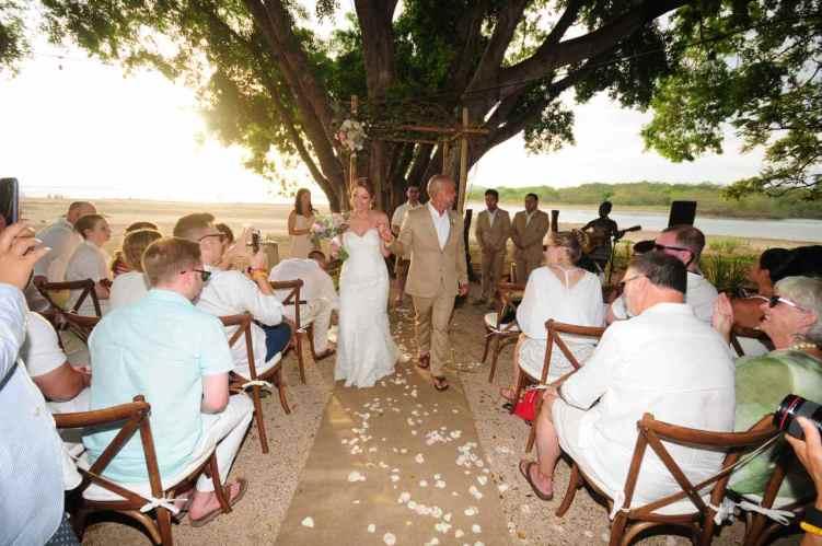 weddings-costa-rica-beach-ceremony