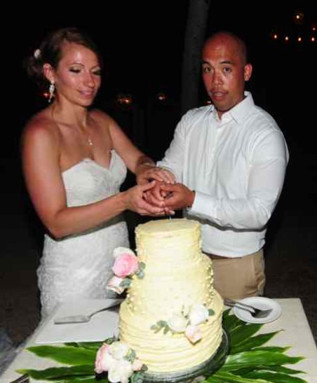 weddings-costa-rica-cake-cutting_Fotor