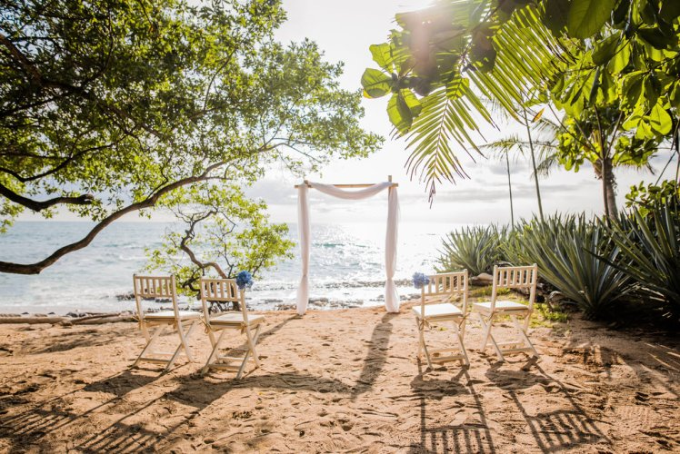 wedding-costa-rica-beach-cermony-altar