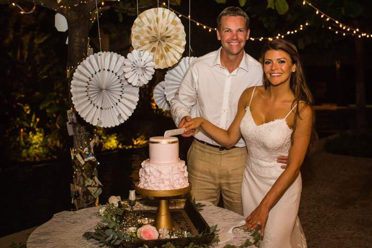 cake-cutting-wedding-costa-rica-maxwell