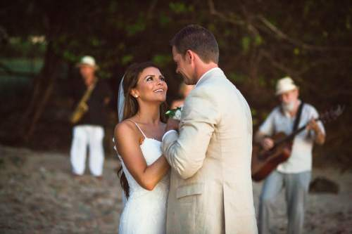 costa-rica-wedding-first-dance