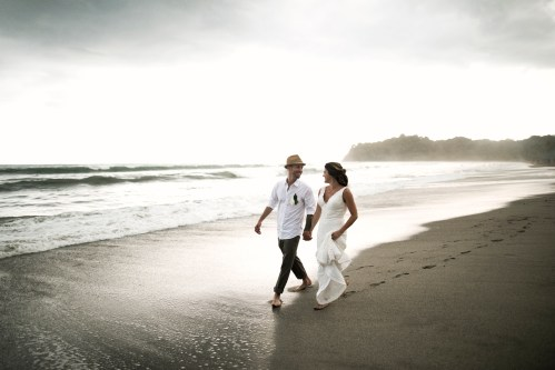 bride-groom-beach-wedding