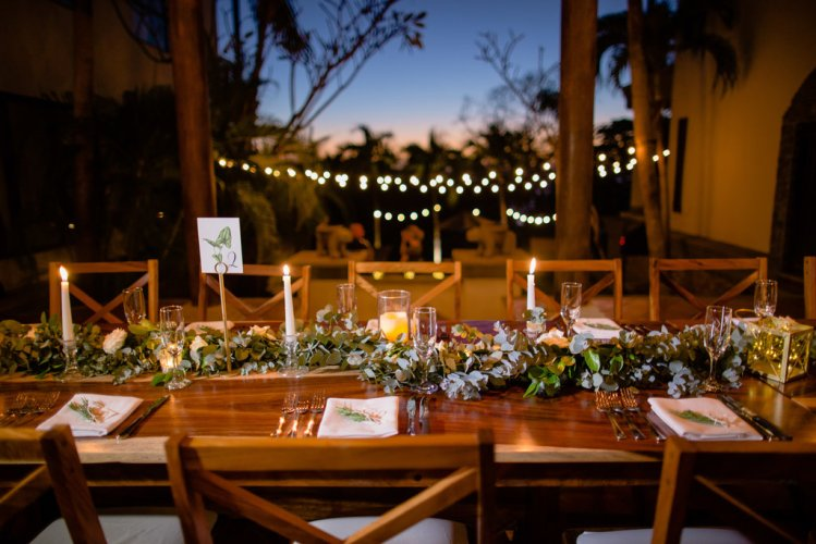 flower-glarland-wedding-reception-costa-rica