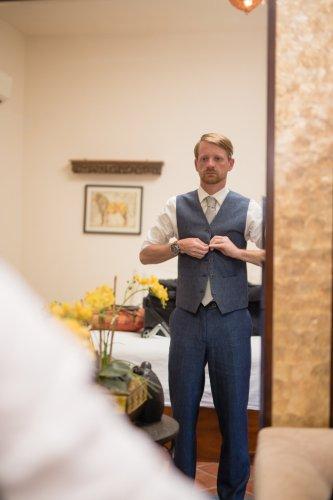 groom-in-blue-suit-costa-rica