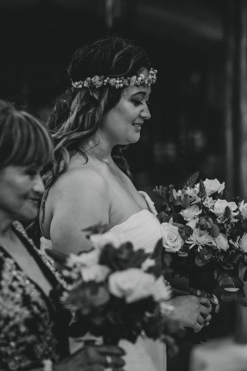 wedding-costa-rica-beach-bride-shell-crown