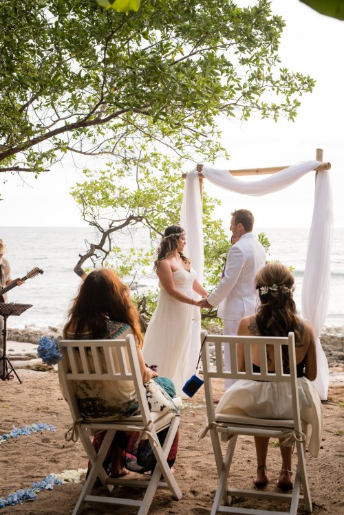 wedding-costa-rica-beach-ceremony