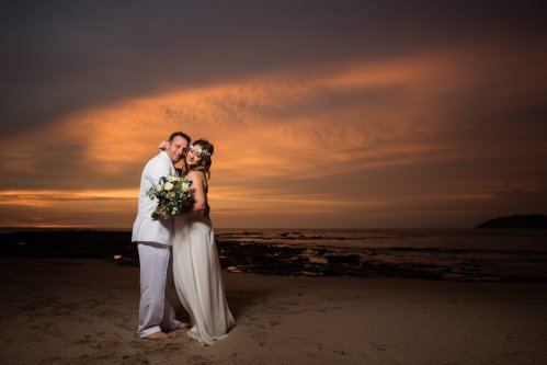 wedding-costa-rica-bride-groom-pink-sunset